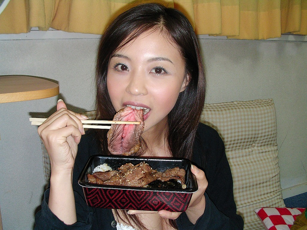 asian-girl-eating