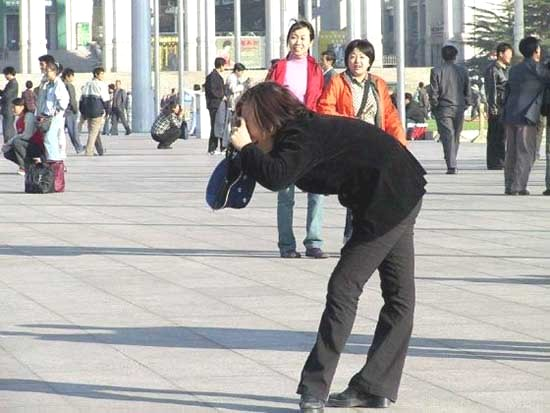 asian-people-taking-pictures-4
