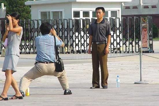 asian-people-taking-pictures-7