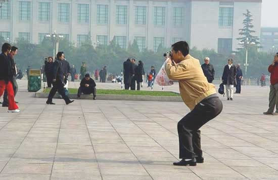asian-people-taking-pictures