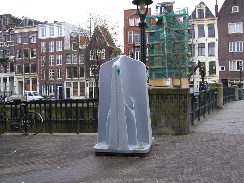 funny-weird-public-urinal-holland