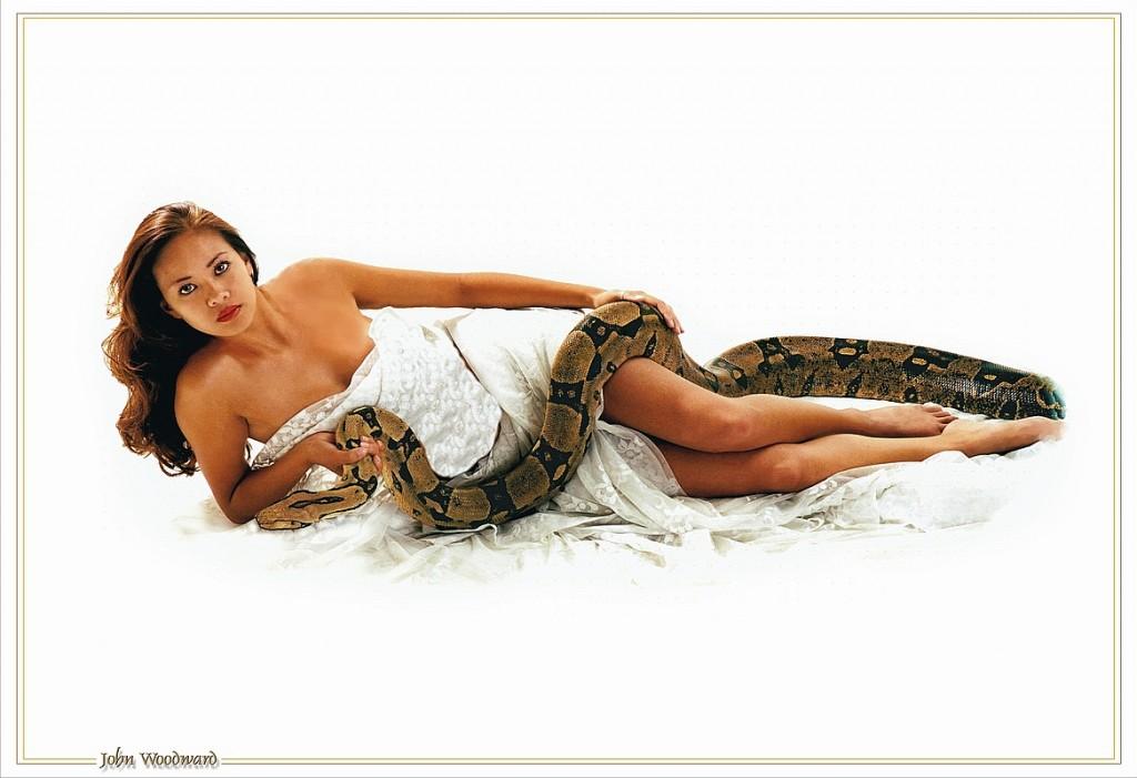 asian-babe-snake-11