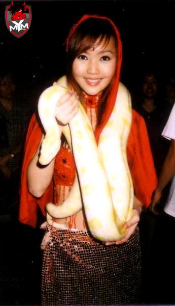asian-babe-snake-12