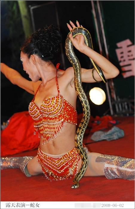 asian-babe-snake-8