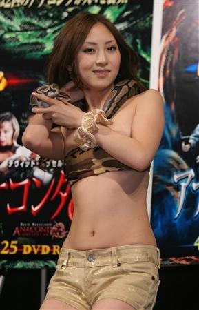 asian-girl-snake-10