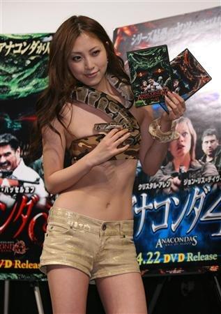 asian-girl-snake-11