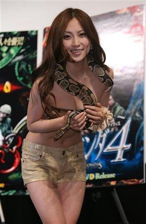 asian-girl-snake-12