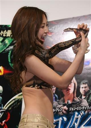 asian-girl-snake-3