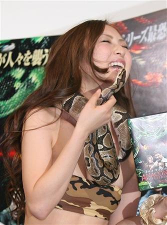 asian-girl-snake-4