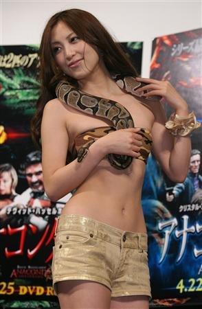 asian-girl-snake