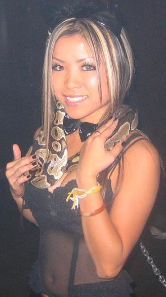 asian-girls-snakes-babes