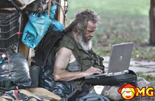 bum-with-laptop