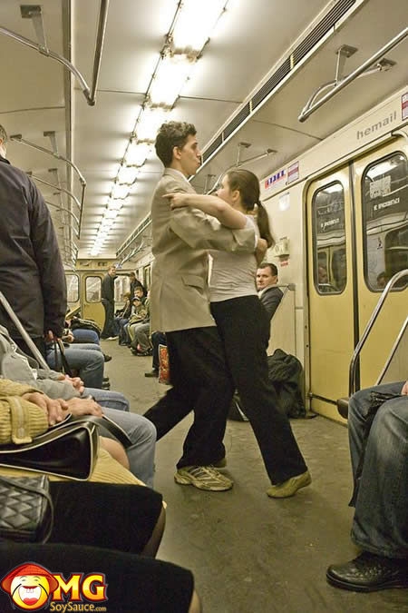 funny-subway-train-pictures-pics-dancing