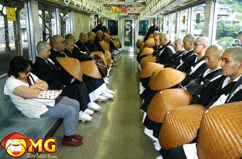 funny-subway-train-pictures-pics-monks-asian