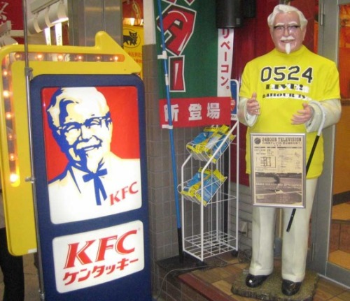japanese-colonel-sanders-japan-kfc-funny-japan-17