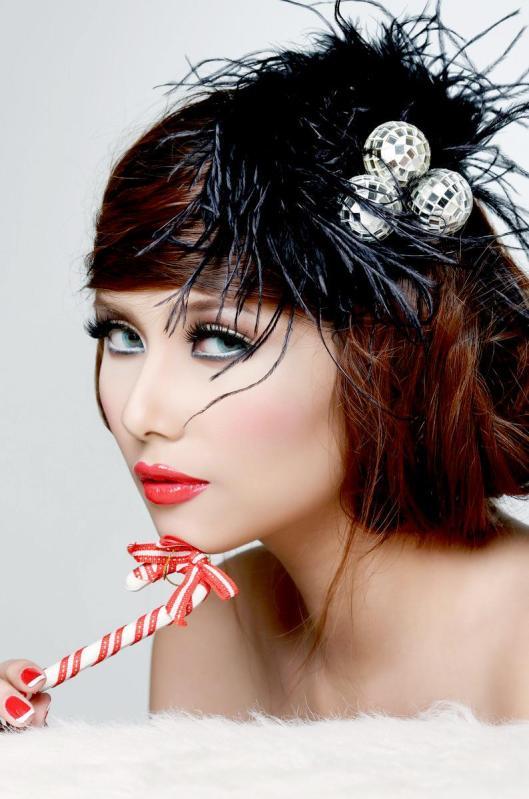 Miss Universe 2009 in Vietnam-Vo Hoang Yen-Hot Celebrity