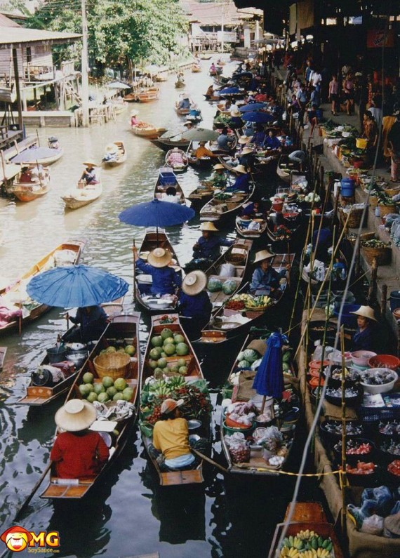 asian-canoe-boat-fruit-market