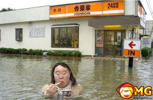 asian-lady-eating-in-flood