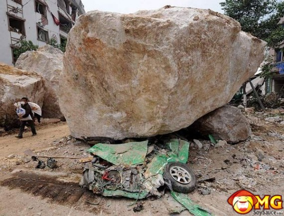 boulder-rock-crush-car