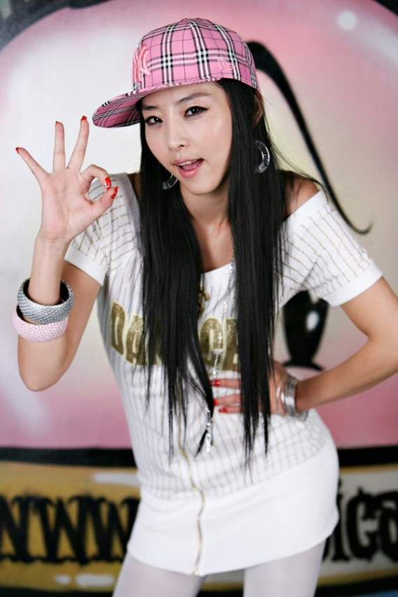 sexy-asian-girls-posing-poses-fob-peace-sign-37