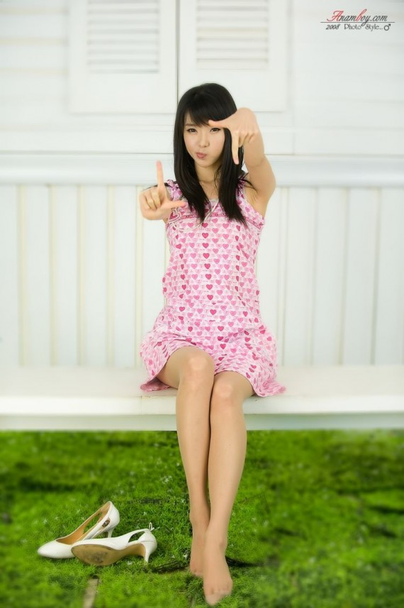 sexy-asian-girls-posing-poses-fob-peace-sign-39