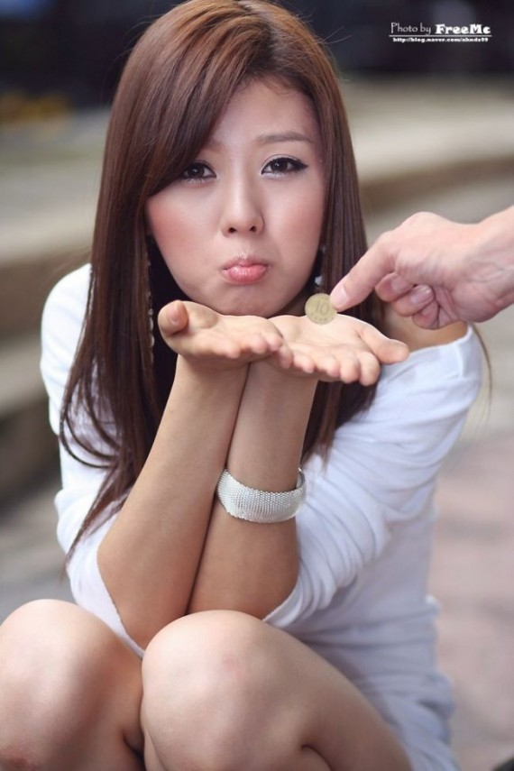 sexy-asian-girls-posing-poses-fob-peace-sign-4