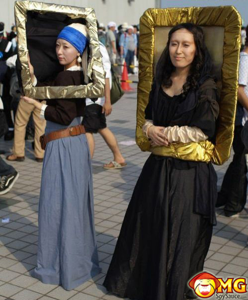 asian-mona-lisa-art-frame-walking