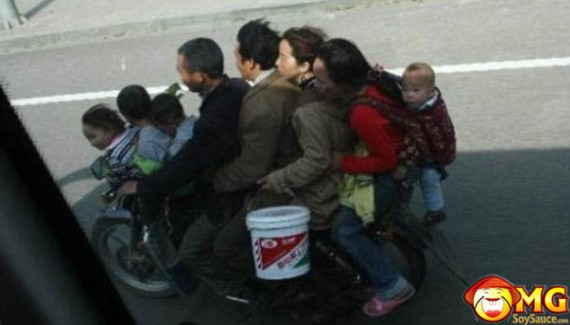 family-of-eight-on-scooter-asian-funny
