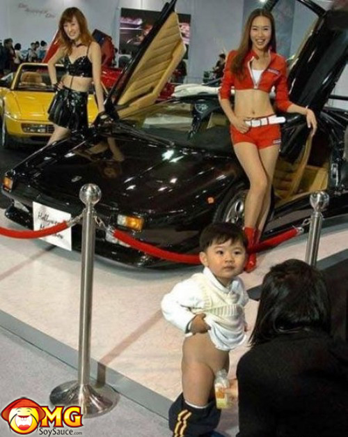 kid-peeing-at-auto-show