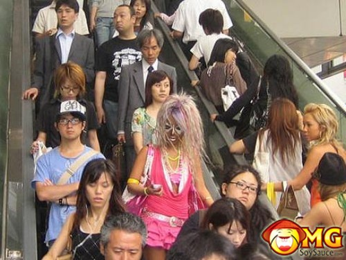 weird-fashion-clown-japan-6