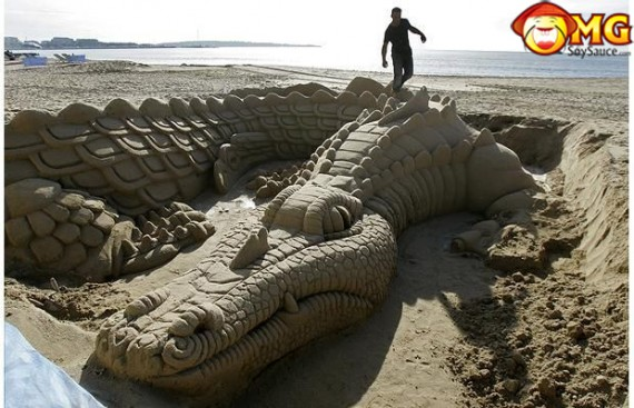 crocodile-sand-sculpture
