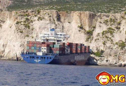 freight-boat-crash