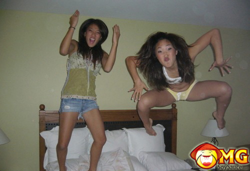 asian-girls-jumping-on-bed