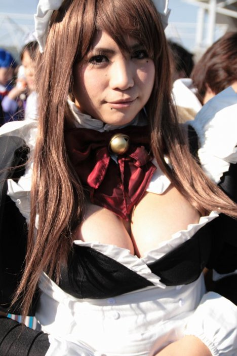 2-sexy-asian-cosplay-cleavage
