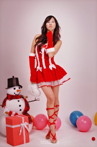 hot-christmas-santas-asian