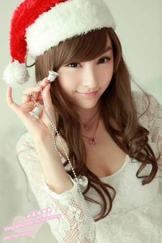 lin-ketong-christmas-asian-babe-santa